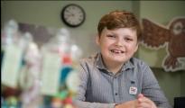 英国11岁少年超有头脑:开网店年入约63万元