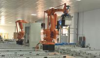亚马逊在配送中心部署了3万仓储机器人