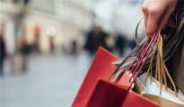 美国零售业迎来好消息,年终购物季消费者狂剁手